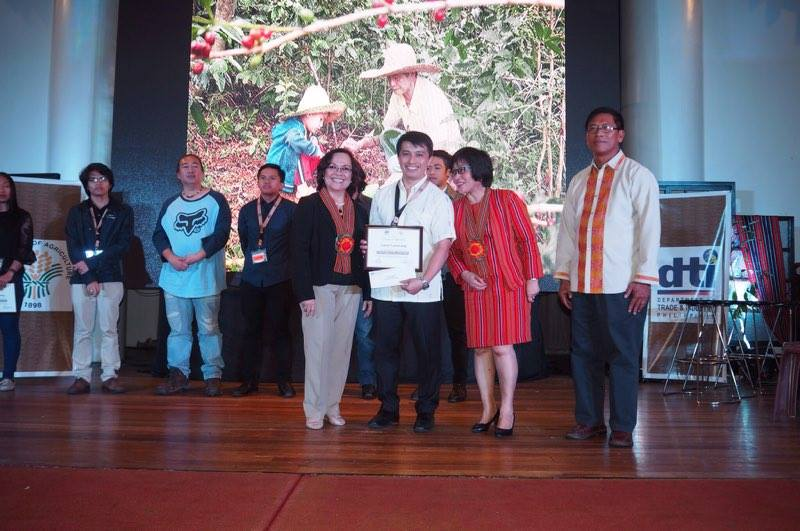 LCdr Luma-ang Bags Top Prize in Photocontest